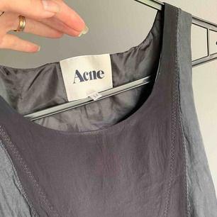 Klänning från Acne. Storlek 34. Begagnad