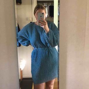 Lägger ut min helt nya klänning ifrån Nelly för att se om det finns nått intresse för den. prislapp finns kvar, slutsåld på hemsidan.