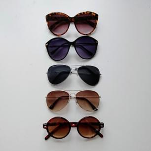 Solglasögon Använda men i fint skick. 30 kr st 🌸