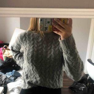 En jätte mysig tröja perfekt nu mot hösten, storlek xs