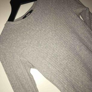 Fin tröja köpt för ett tag sen i bra skick som inte kommer eller har riktigt kommit till användning✨ Den kramar om en fint.