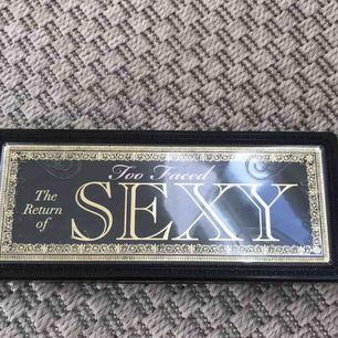 Hejsan! Säljer min too faced the return of Sexy palette för 300 kr , använd ca 1-3 ggr då jag testat den men köpt mig en ny palette , därför  säljer jag denna då jag inte behöver denna längre! Men färgerna är fantastiskt fina! hör av dig för intresse💓