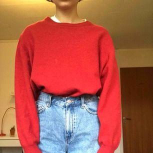 Säljer denna stickade tröjan som är köpt på Humana! Kommer inte längre till användning. Möts upp eller fraktas men köparen står då för frakt :)