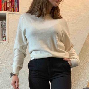 Helt ny, oanvänd cashmere tröja från uniqlo. 100% cashmere. Köpt för 999kr med prislapp kvar.:)