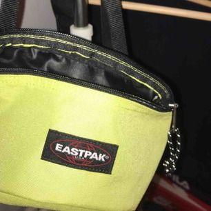 Säljer min eastpak väska för 150 kr! Hör av dig för intresse 💓