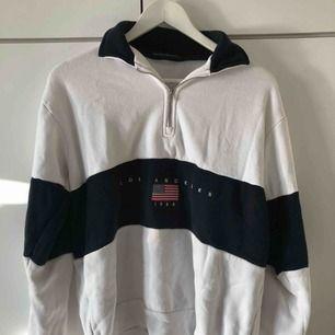 Half-zip sweatshirt från Brandy Melville⚡️ Passar XS-M. Något nopprig men det var den redan när jag köpte den💜 Köparen står för frakt