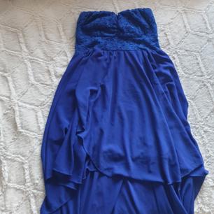 Bandeau klänning, längre där bak och kort framme