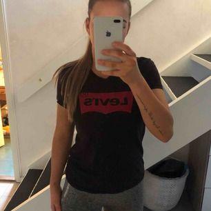 Knappt använd t-shirt från Levis. Använder inte längre.