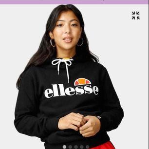 Snyggaste hoodien från Ellesse i storlek M/38. I princip helt oanvänd och köpte den på Urban Outfitters för ca 800 kr för kanske ett år sedan. Jag betalar frakten⚡️⚡️