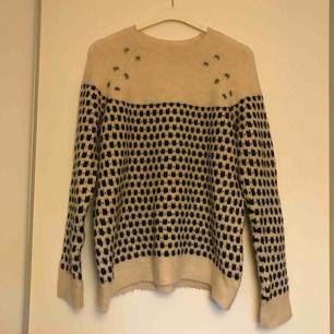 Oanvänd stickad tröja från Mango.