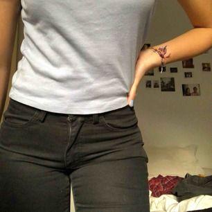 Fina jeans köpta nya för ca 1000kr på Hope. Bra skick osv men för små för mig. Pris kan diskuteras