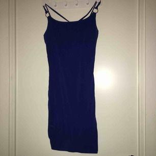Blå klänning använd många gånger därav priset , jätte fin klar blå färg ✨✨