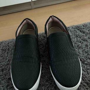 Jättefina skor, passar till hösten och skit snyggt till ett par utsvängda byxor!!!