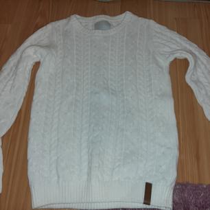 Fin stickad vit tröja, aldrig använd pågrund av att jag inte använder så mycket stickat.