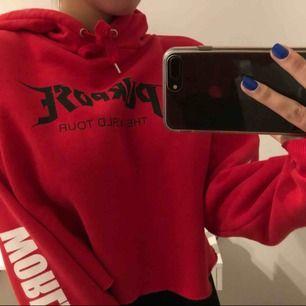 röd sååå mysig justin bieber hoodie, croopad möts upp eller postar