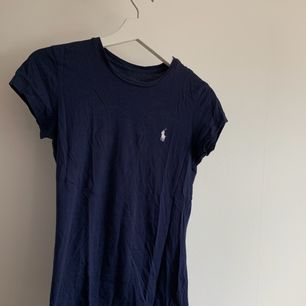Marinblå Ralph lauren t-shirt. Frakt tillkommer💕