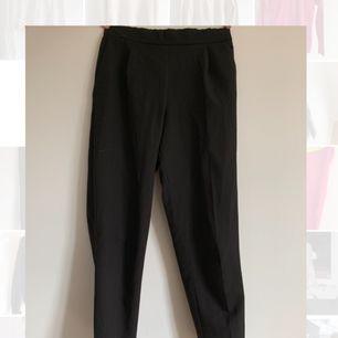 Svarta kostymbyxor från pull & bear. Frakt tillkommer💕