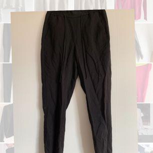 Svarta kostymbyxor från hm. Frakt tillkommer💕