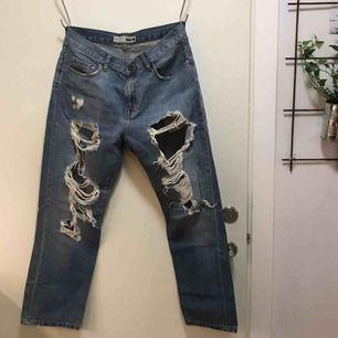 Snygga boyfriend-jeans. Knappt använda. Små i storleken.