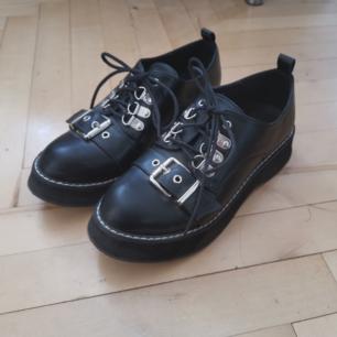 Hur snygga skor som helst som tyvärr inte kommer till användning i min garderob!! True to size. Möts upp eller postar mot porto ♥️