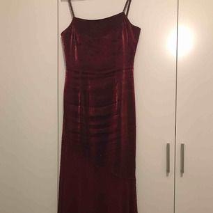 Lång klänning från sue wong