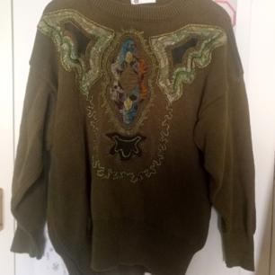 Riktigt fin stickad tröja med fancy broderi. Möts i sthlm eller fraktar men då tillkommer fraktkostnad
