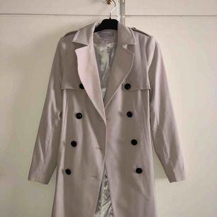 Beige kappa från H&m. Använt några enstaka gånger. Köparen står för frakten