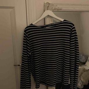Fin tröja från Zara med lite vidare ärmar! Frakt tillkommer✨