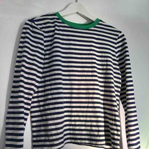 Superskön & snygg tröja från & other stories. Sparsamt använd = bra skick :)