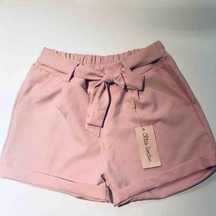 Rosa gulliga shorts aldrig använda.