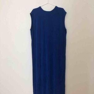 Kornblå oanvänd klänning från Weekday. Porto tillkommer. 💙
