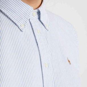 Säljer en mycket fin Ralph Lauren cotton oxford skjorta i stl 6 (super slim fit) vilket motsvarar S. Nypris: 995kr