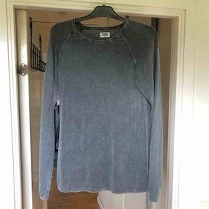 Snygg tröja från weekday. Lite större än S i storleken skulle jag säga. Frakt 50 kr