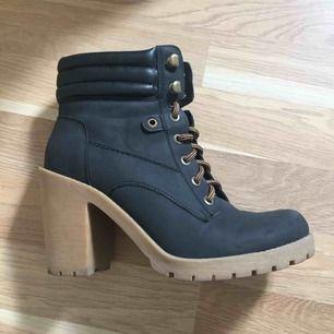 Size 39 Colour: Black
