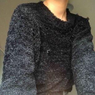 supermysig fluffig tröja!! varm och mysig🤩 frakt tillkommer