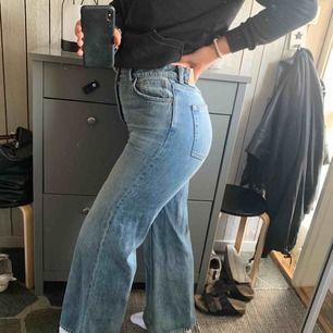 De poppis ACE weekday byxorna säljer jag då ja hoppas någon annan är sugen på dem! Byxorna är i bra skick men de kommer inte till användning längre.   Dem går nästan ner till mina hälar och jag är ungefär 174 cm lång
