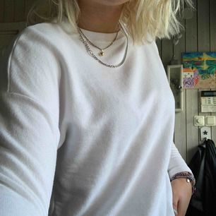 En vanlig vit tröja i fint skick!