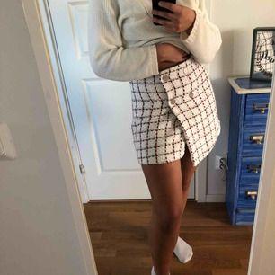Jätte fin kjol från mango passar inte mig så säljer så nån annan kan använda den 💕