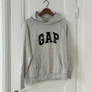 Grå GAP-hoodie. Fint skick!