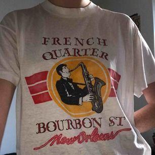 Jääääättefin vintage t-shirt köpt i New Orleans! Kan mötas upp eller frakta! Frakt 40kr🥰🥰