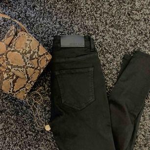 Svarta jeans från Noisy may. Fåtal gånger använda! Rak modell💫 125 kr plus frakt!