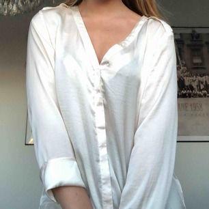 Jättefin tröja i silke. Säljer pga att den inte kommer till användning.