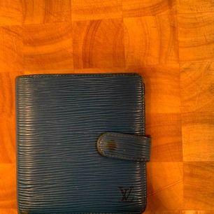 Vintage Louis Vuitton plånbok——— Skick utgör du själv ifrån bilderna. Vid behov av fler bilder eller har frågor skicka pm.
