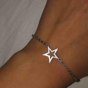 """Gulligt armband med en stjärna. Litet ingraverat """"Make wish"""" (bild 3) märks knappt. Säljs pga används för lite! frakt 9kr eller möts i Stockholm 🥰"""