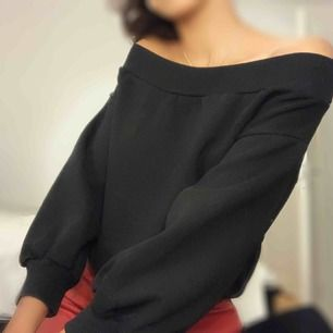 Off the shoulder tröja från hm, storlek xs men passar mer som storlek S