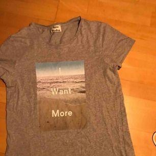 Acne studio T-shirt storlek Small. Möts upp Sthlm, frakt går att ordna:)