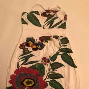 Desigual klänning. With flowers and pockets