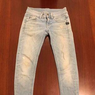 G-Starr jeans, ljusa, tyvärr klippta! Jag e ganska liten, så att de är 90 cm långa.