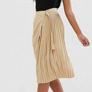 Jättefin kjol från Boohoo, aldrig använd💗