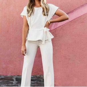 Jättefina vita kostym byxor från Lovisa Barkman x Bubbleroom. Aldrig använda💗